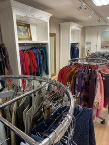 vaatteita Fida Kuninkaankadun myymälässä